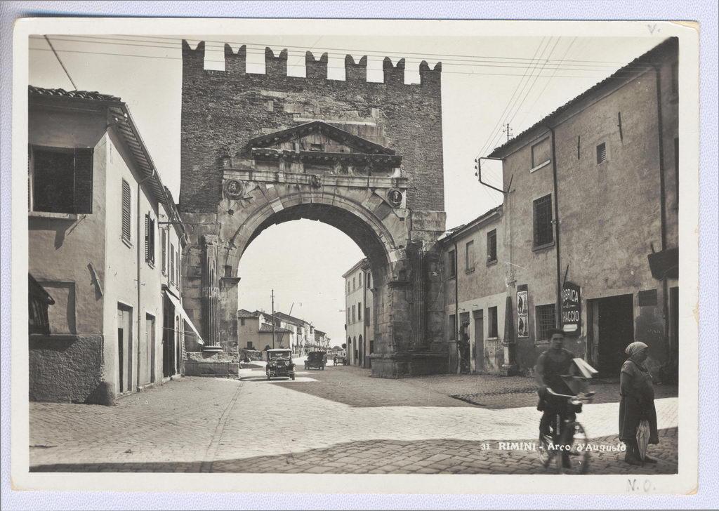 Arco d'Augusto inizi '900